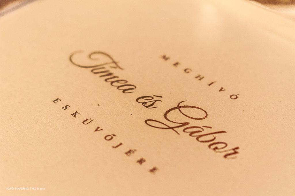 Tímea és Gábor egyedi, aranyozott monogramos, dobozos meghívója