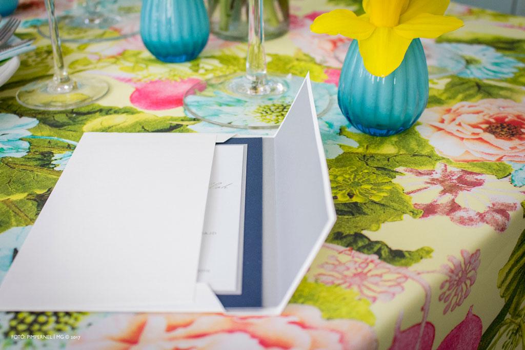 Lilla és Marouan extra egyedi meghívója kék-ezüst színkombinációban