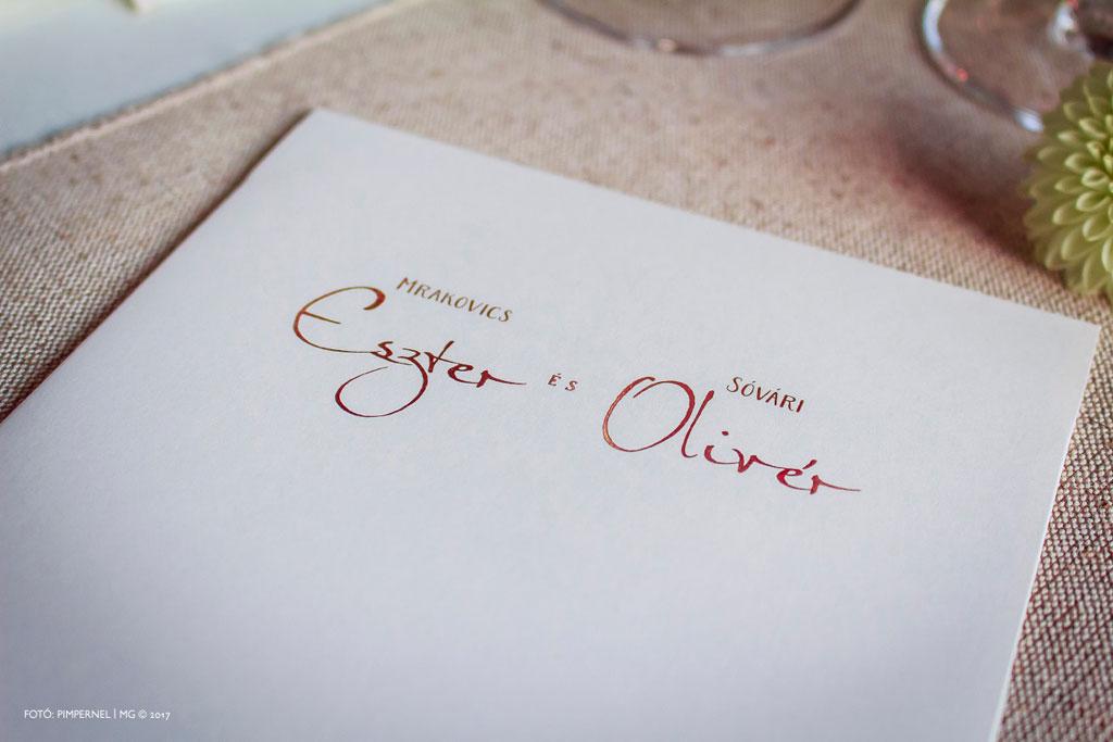 Eszter és Olivér egyedi figurás, aranyozott meghívója