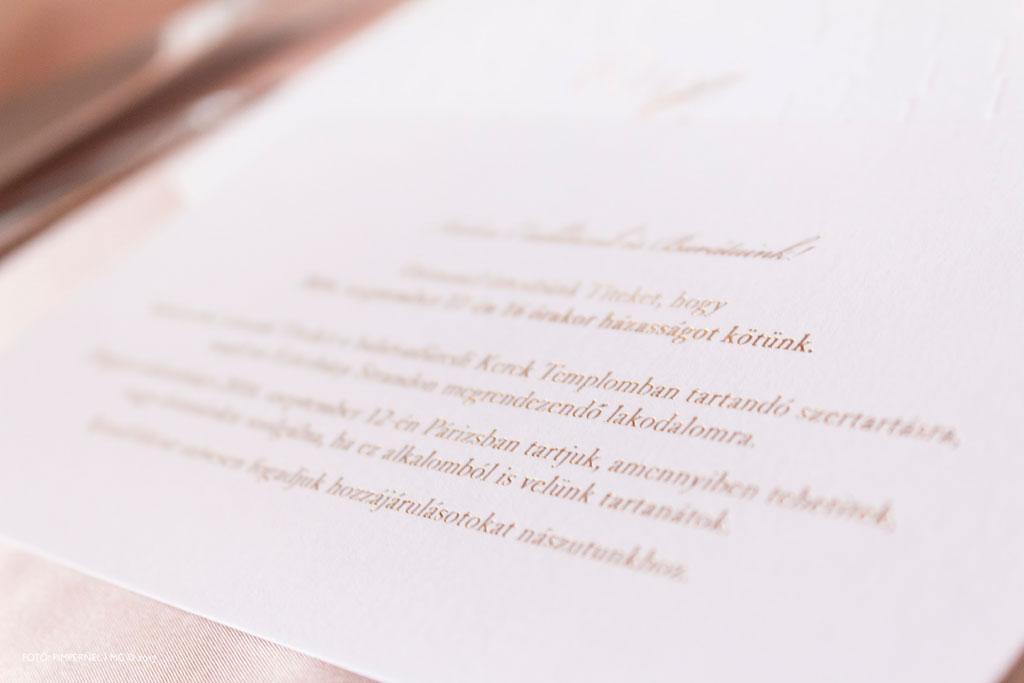 Anita és John Franco egyedi monogramos aranyozott meghívója