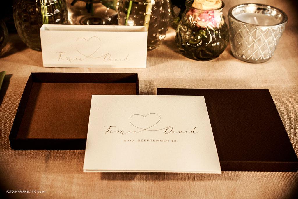 Tímea és David egyedi monogramos, dobozos meghívója