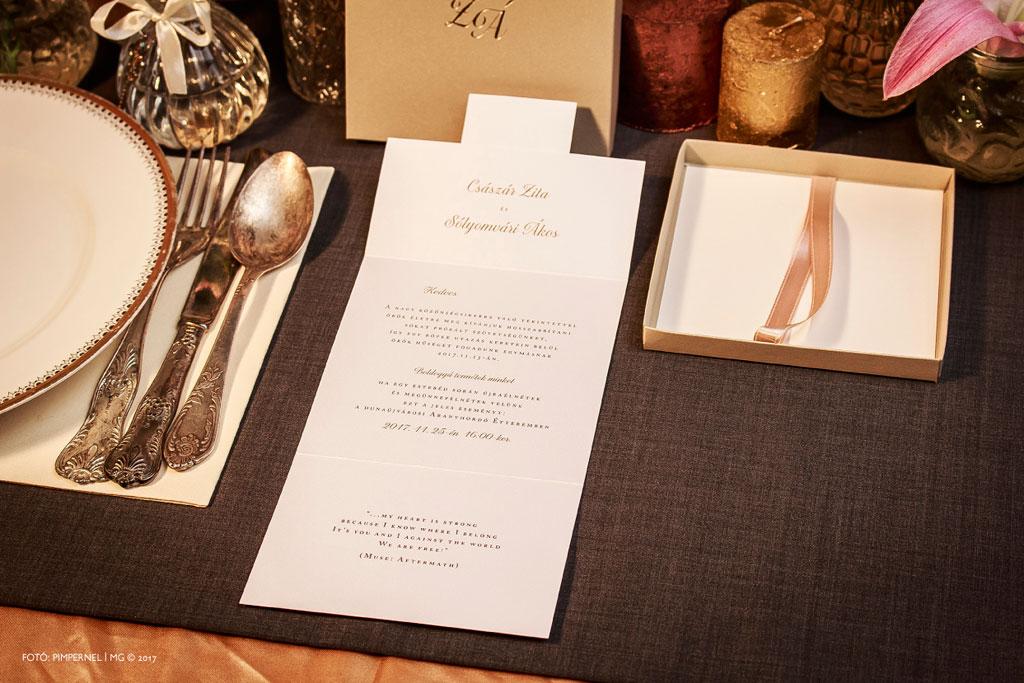 Zita és Ákos egyedi monogramos, aranyozott, dobozos meghívója