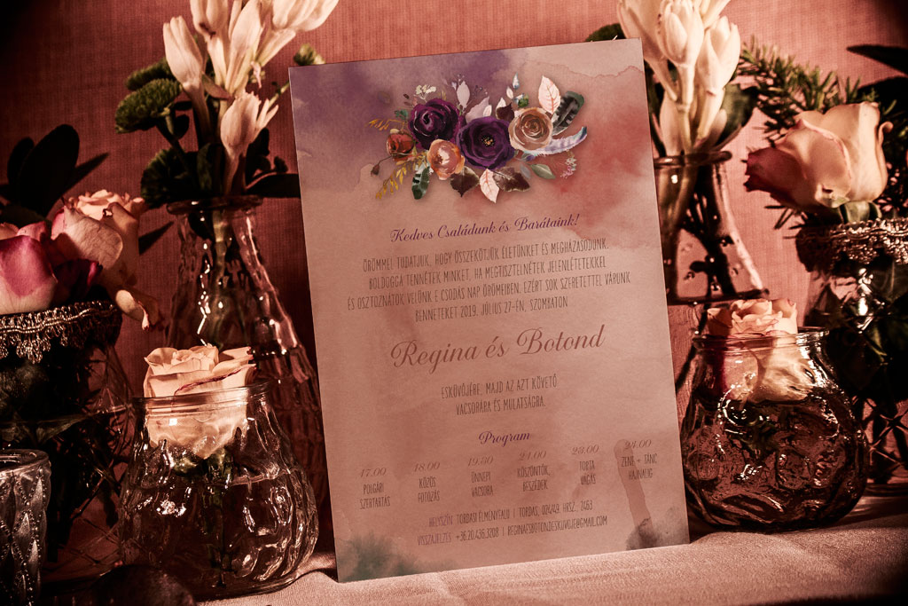 Florabella  #013 – lila és karamell virágos esküvői meghívó